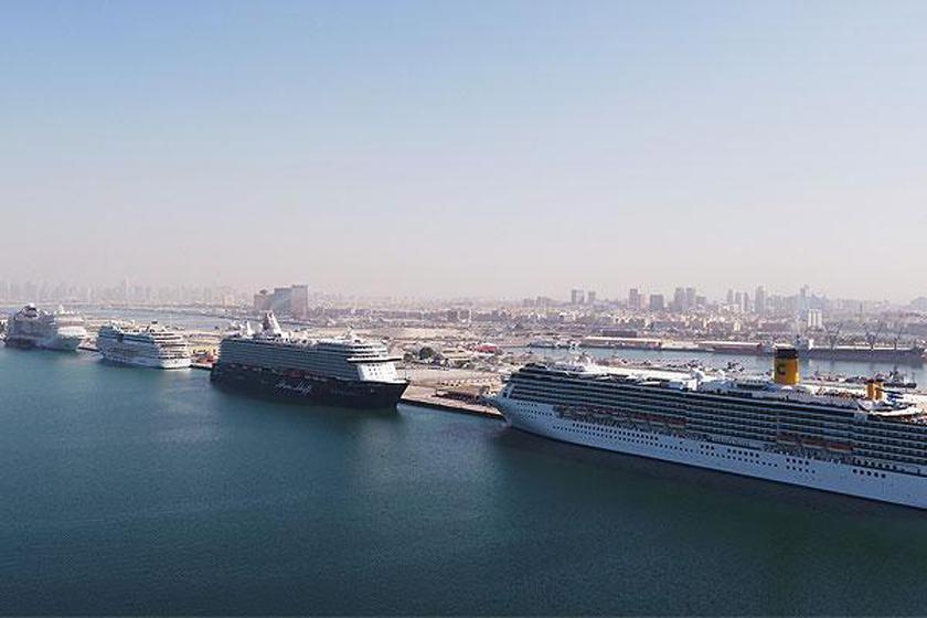 چهار کشتی کروز همزمان در بندر رشید دبی