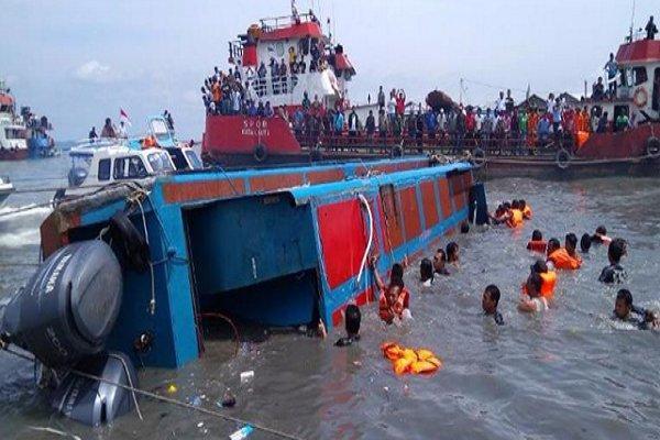 آتش سوزی و غرق شدن یک کشتی در سواحل اندونزی، 13 نفر کشته شدند
