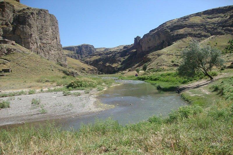 قلعه ضحاک هشترود منطقه شکار ممنوع اعلام شد