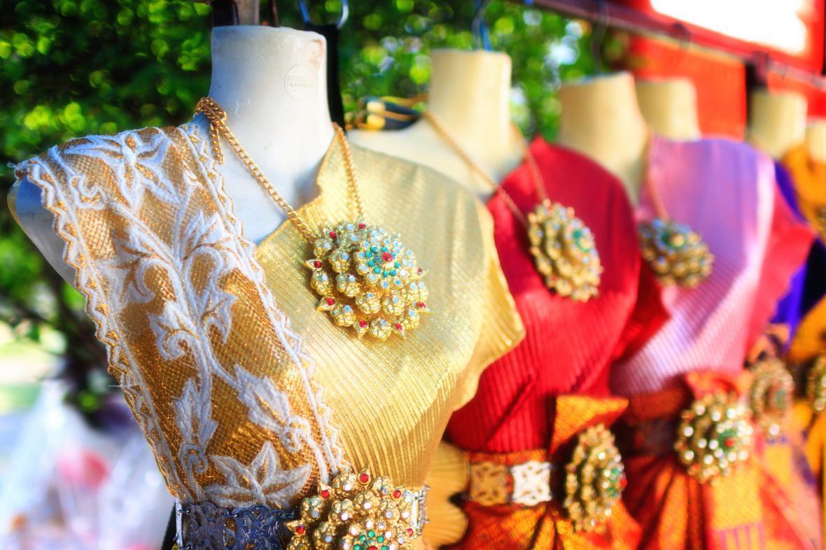 آشنایی با لباس ینتی و پوشاک در تایلند