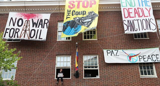 تجمع اعتراضی مقابل کاخ سفید علیه تصرف سفارت ونزوئلا در آمریکا