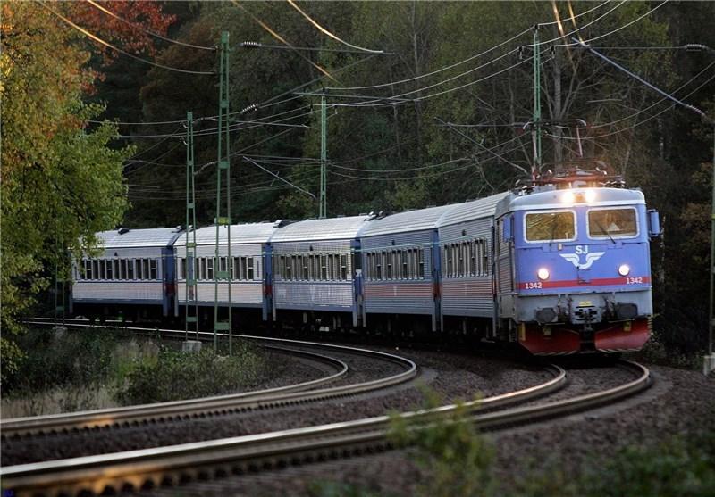 برخورد قطار با یک مینی بوس در اندونزی 13 کشته برجا گذاشت