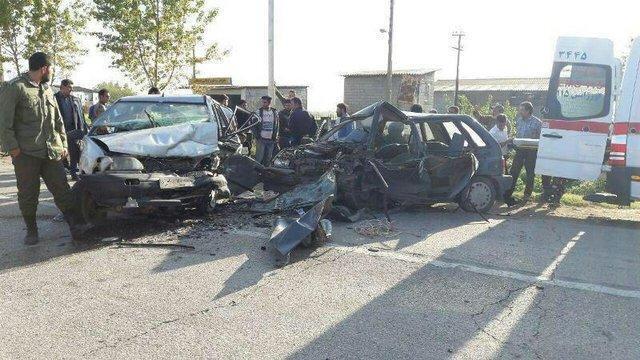 مصدومیت 5 گردشگر عمانی در اثر برخورد دو پراید