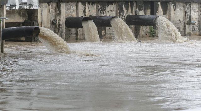 فاضلاب کارخانه کاغذسازی، زاینده رود را تهدید می نماید