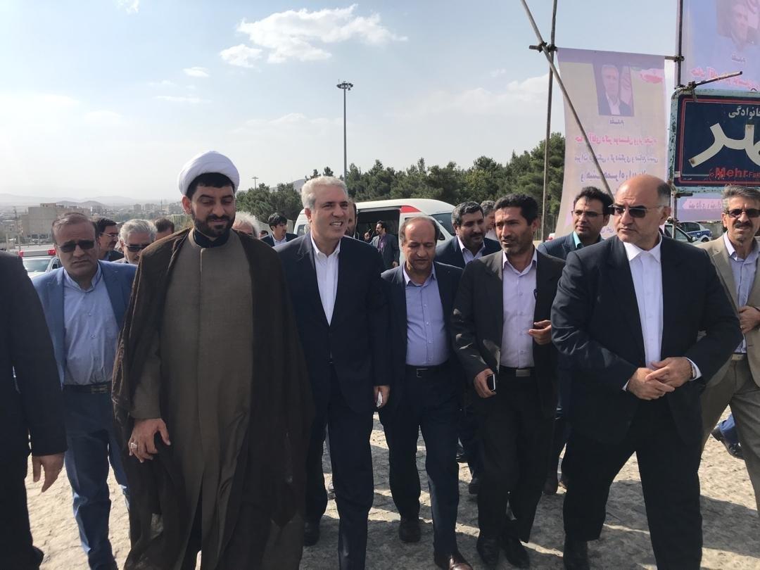 بازدید میدانی وزیر میراث فرهنگی، گردشگری و صنایع دستی از یک مجموعه گردشگری ملایر