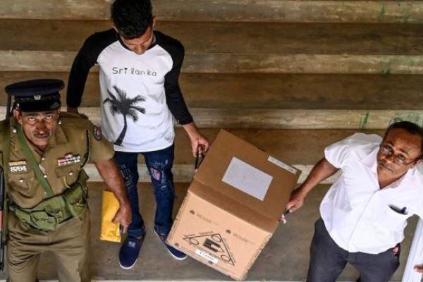 مردم سریلانکا رئیس جمهوری جدید انتخاب می نمایند