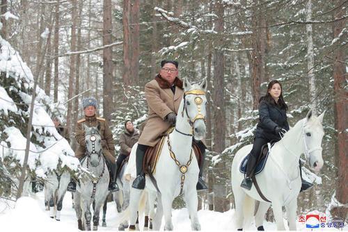 رهبر کره شمالی دوباره سوار اسب سفید شد (