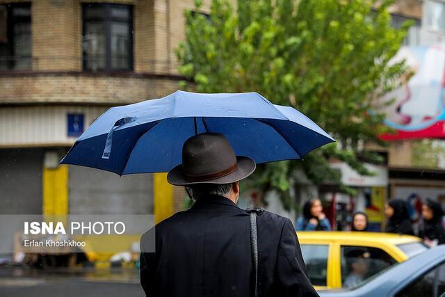 آماده باش نیروهای خدمات شهری تهران در پی ادامه بارش ها، مشکل خاصی در سطح شهر نداشتیم