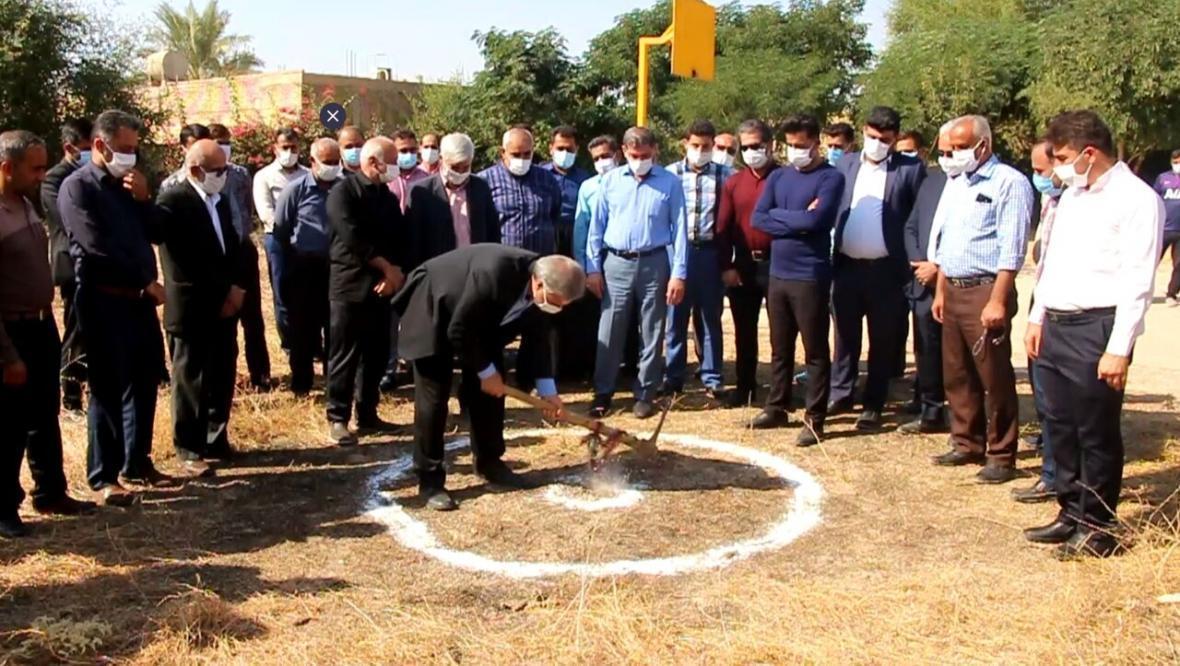 خبرنگاران عملیات احداث مدرسه خیرساز در ترکالکی گتوند شروع شد