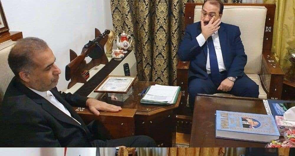 خبرنگاران سفیر ایران در روسیه دفتر یادبود درگذشت ولید معلم را امضا کرد