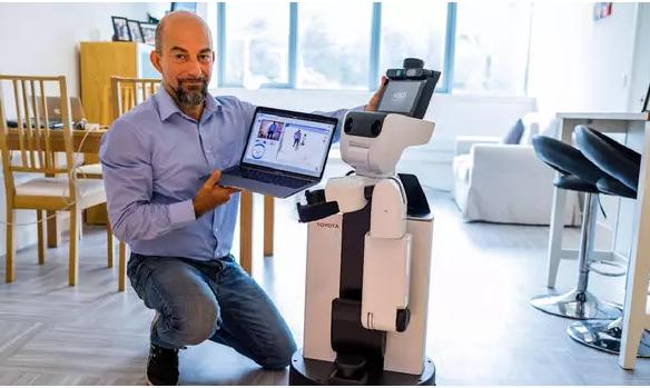 روبات ها سالمندان را از راه دور ویزیت می نمایند